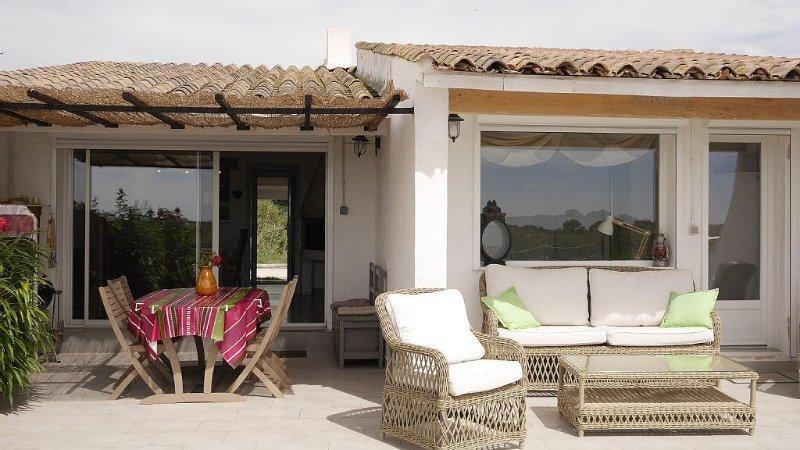 Maison de charme en plein coeur de la Camargue avec vue sur les étangs, aluguéis de temporada em Sylvereal