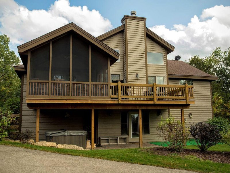4 + 5 Bdr Nxt Dr - Lrg Group Gathering -With Hot Tubs, holiday rental in Galena