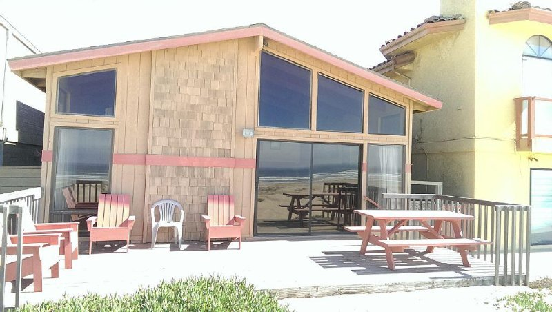 OCEANFRONT~ SLEEPS 14 - DISCOUNT AVAILABLE FOR 7 NIGHTS OR MORE., holiday rental in Oceano