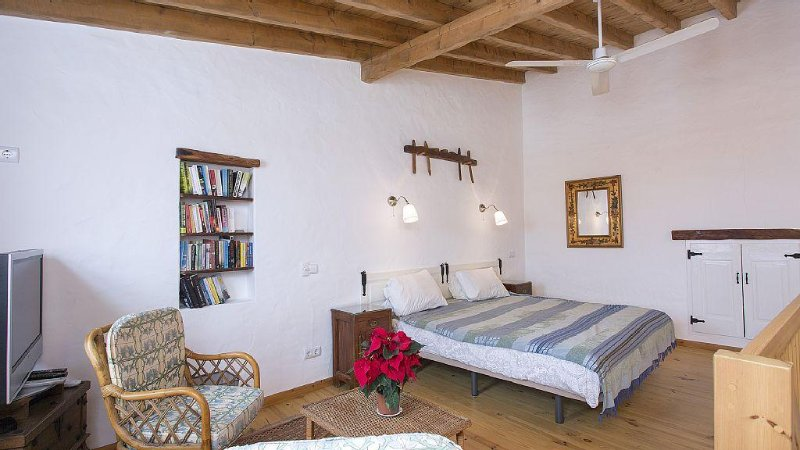 Lovely Village House  in quiet village in Western Algarve,  perfect for relaxing, vacation rental in Vila do Bispo
