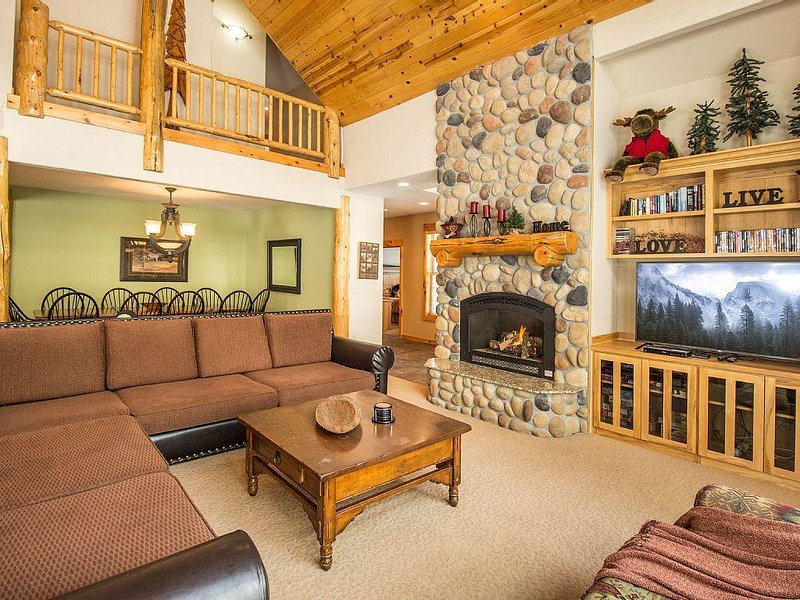 Free Nights! / Luxury 7 BR Home / Pool Table / Hot Tub / SHARC / AC / Sleeps 18, vacation rental in Sunriver