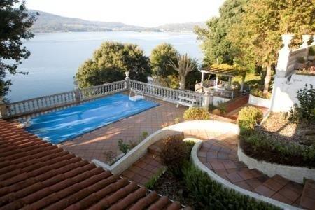 Chalet en Sotouxuste con piscina, holiday rental in Marin