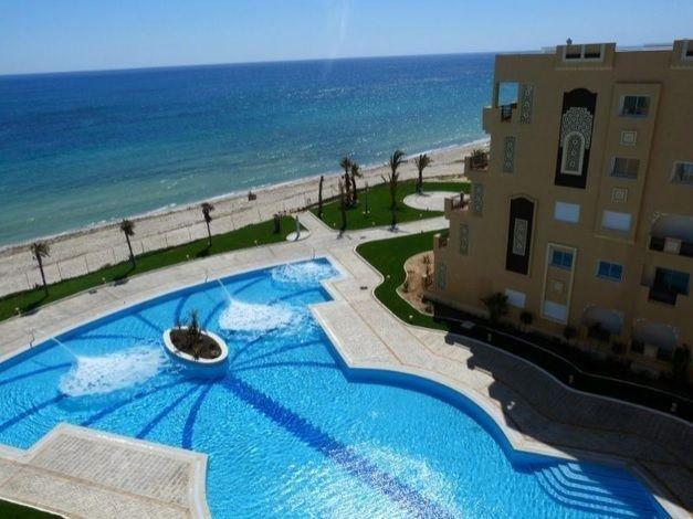 Appartement bord de mer FOLLA Resort avec plage privée, vacation rental in Sousse