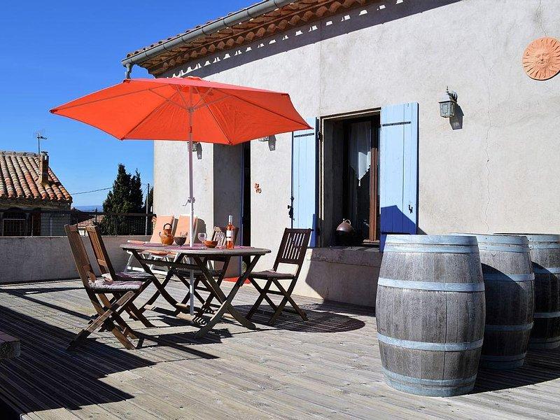 L'Oustal Delcastèl,Meublé très confortable avec grande terrasse plein sud et BBQ, holiday rental in Rieux Minervois