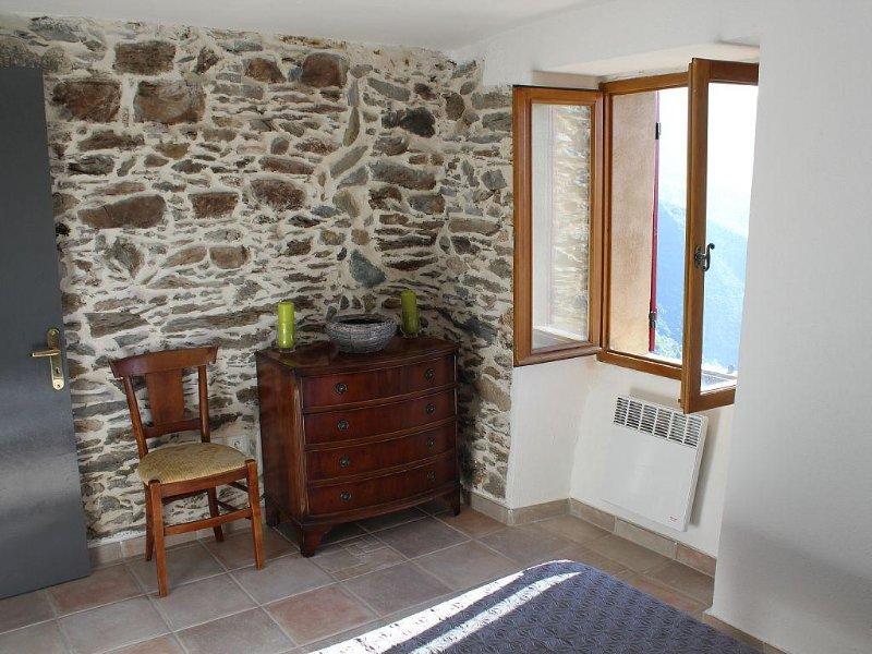 Entre l'Ile Rousse et Corte maison de village avec piscine, aluguéis de temporada em Valle-di-Rostino