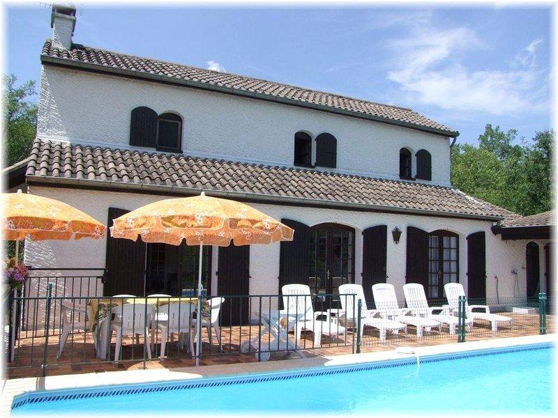 Maison indépendante avec piscine et Boulodrome pour 12 personnes, location de vacances à Chauzon