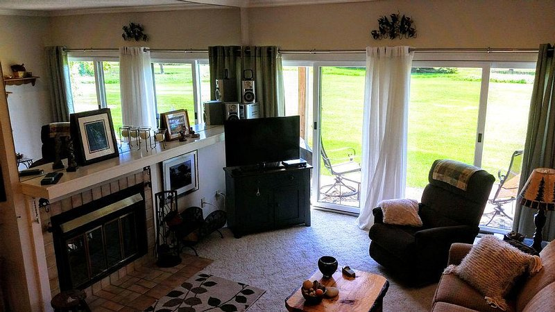 Golf, Wine, Dine, Swim, Shop..., vacation rental in Cedar