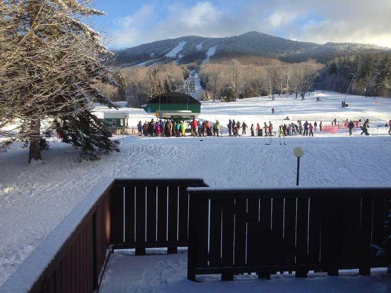 Ski In Ski Out Spacious Family Condo Steps From Lift and Base Lodge, vacation rental in Glover
