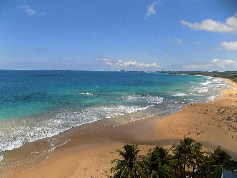 7th Heaven Beach & Ocean Front Condo * Sandy Hills, holiday rental in Luquillo