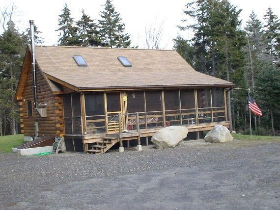 Hand Crafted Log Cabin, holiday rental in Spruce Head