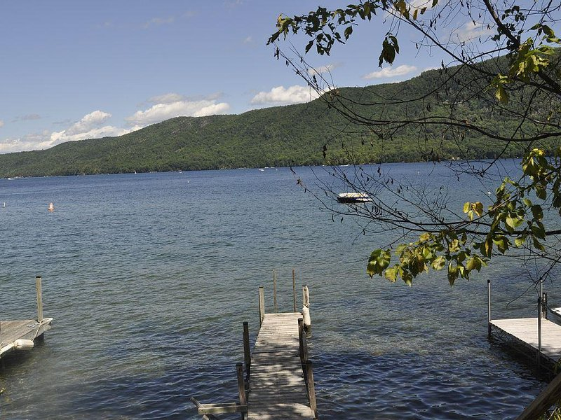 Spacious Lake George Family Cottage With Large Deck and Dock in Silver Bay, holiday rental in Ticonderoga