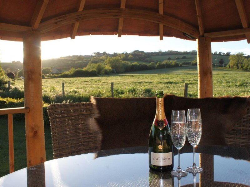 The Vine - A  Luxurious House Wing with Stunning Views & Skylight for Stargazing, holiday rental in Little Washbourne