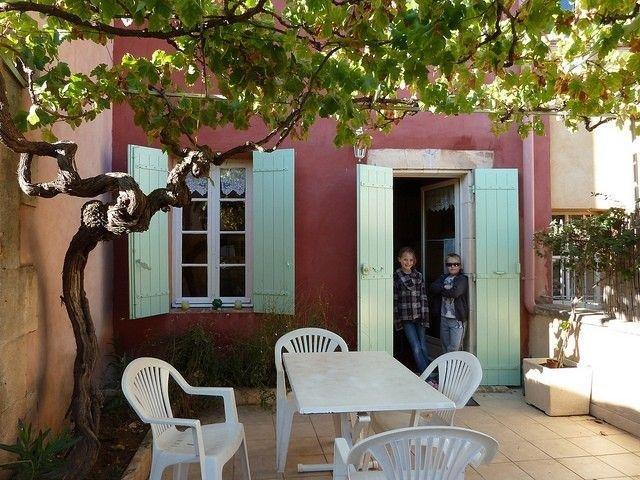 MAISON De CHARME En Bordure du VILLAGE CLASSE De ROUSSILLON, holiday rental in Roussillon