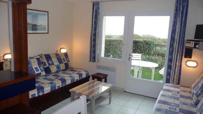 Appt 2 pièces 4 à 5pers, rez jardin,superbe vue mer,à150m de la plage, vacation rental in Arzon
