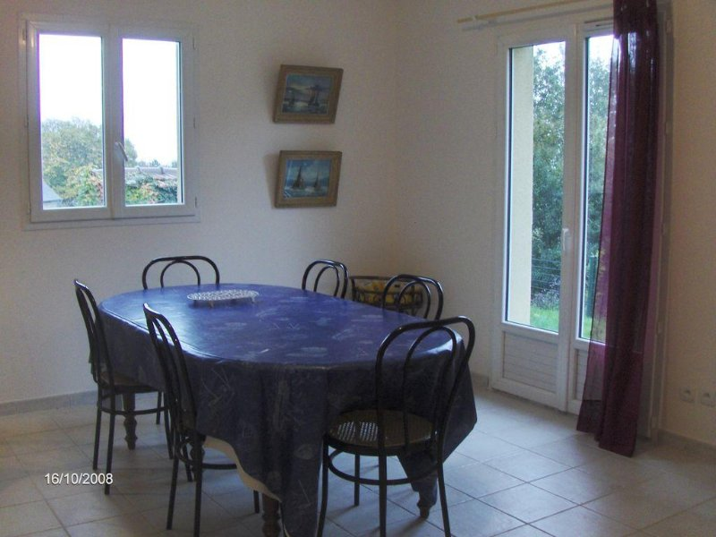 Petite villa confortable, idéale pour découvrir les beautés du cap de la hague, holiday rental in Beaumont-Hague