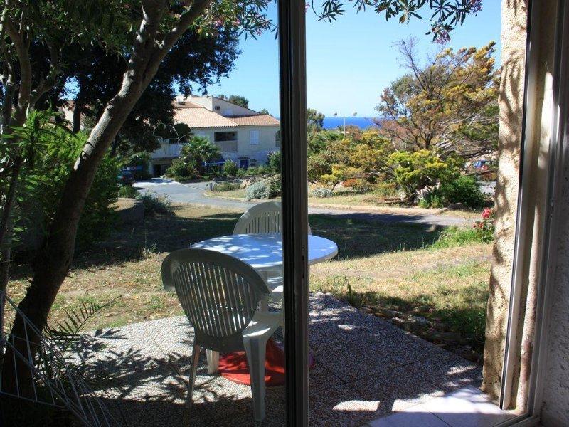 Studio RDC pour 2 personnes a 900m de la plage, entre Calvi et Ile Rousse, casa vacanza a Lumio