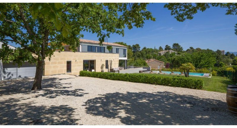 Contemporary architect house 4 bedrooms, 3 shower room, with heated pool, casa vacanza a Vaucluse