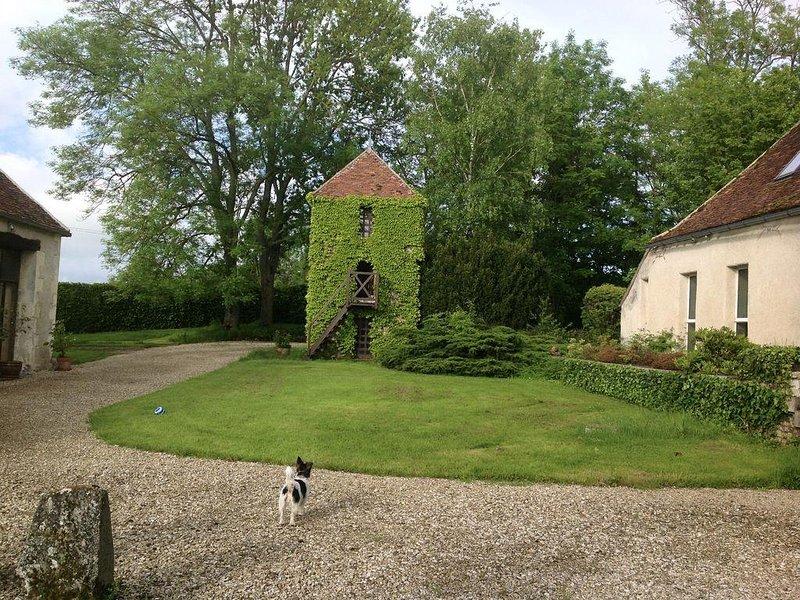 Maison d'Architecte en pleine campagne, 1h50 h de paris, idéal détente, holiday rental in Villiers-sur-Tholon