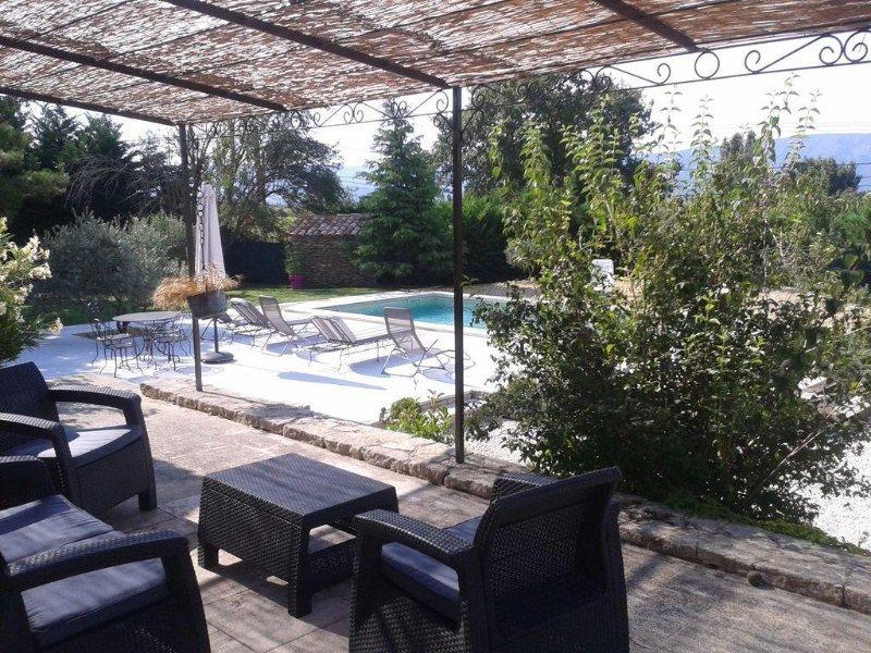 Villa avec studio independant, piscine et grand jardin., holiday rental in Saint-Pantaleon
