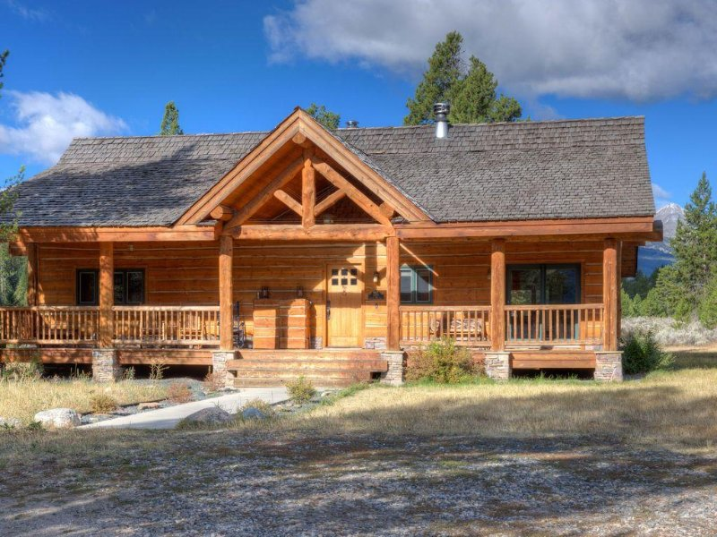 Little Big Sky Guest Riverfront Home (Ranked #1 in Review Ratings for Big Sky), holiday rental in Big Sky