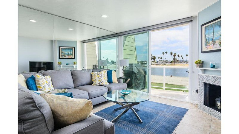 We are Open, on beach! 180 degree views of the Bay, Parking, A/C, Large 1415 ft, vacation rental in San Diego