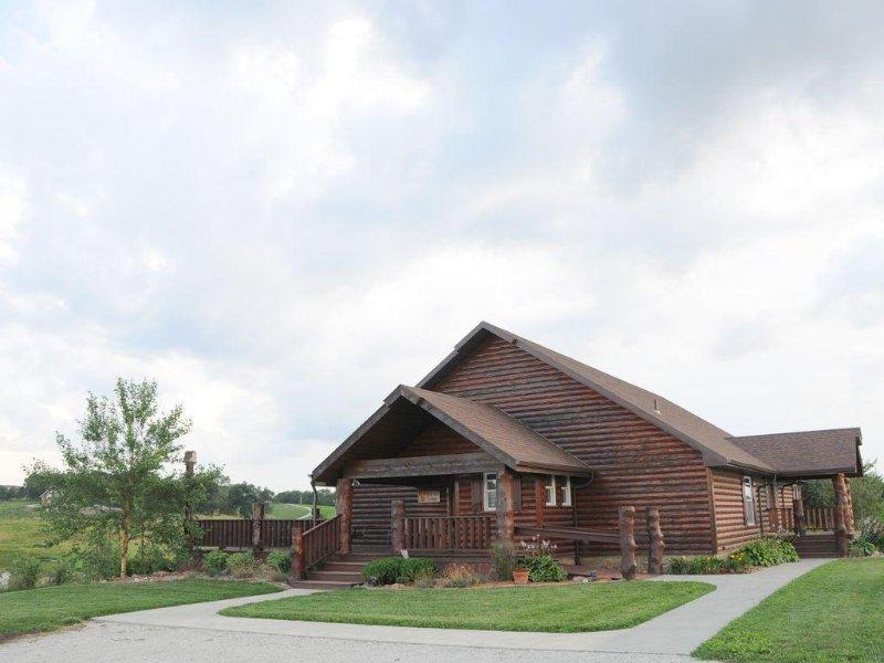 Buck Run Lodge - Conference Facility, Nature's Own Retreat ,, casa vacanza a Iowa
