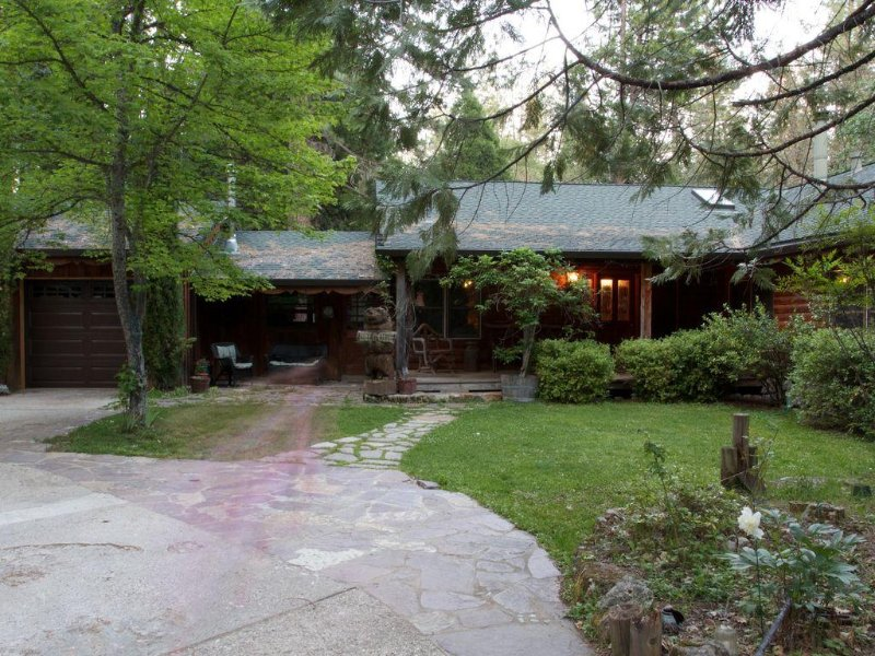 Best Log Cabin in Nevada City, Family and Pet Friendly, vacation rental in Penn Valley