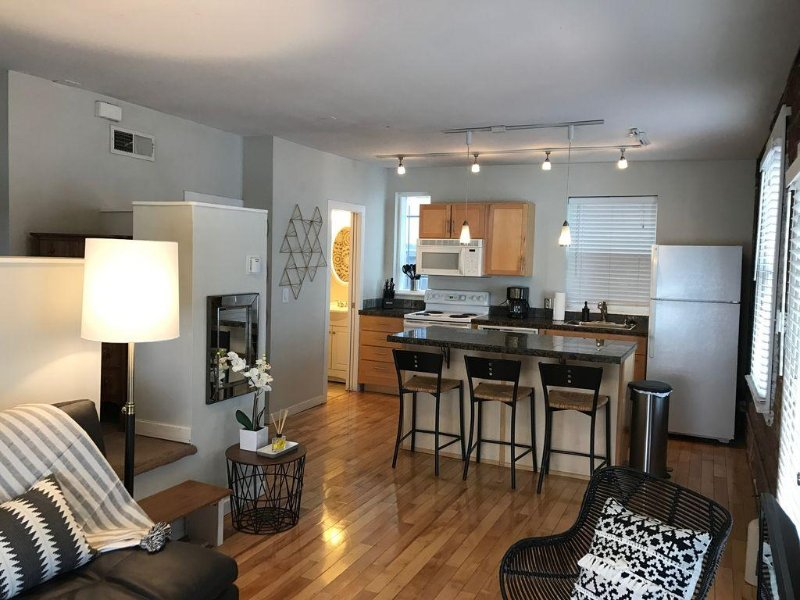 Beautifully Remodeled Carriage House In Denver, vacation rental in Denver