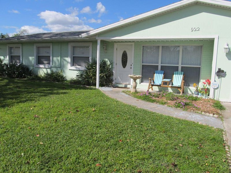 Furnished 3/2 home on water & quiet street. Close to intracoastal/restaurants, holiday rental in Sebastian