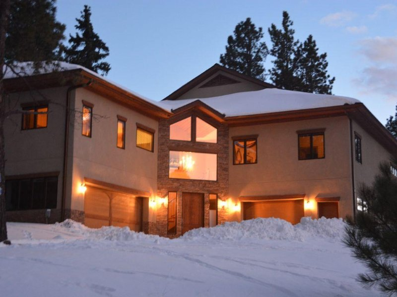 Large Luxury Modern Cabin Close to the Slopes, Sleeps 19 with a Hot Tub, holiday rental in Angel Fire