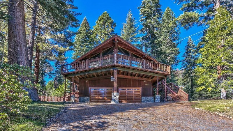 Mtn/Lake Views, Hot tub, Walk to Beaches,, alquiler vacacional en Tahoe Vista