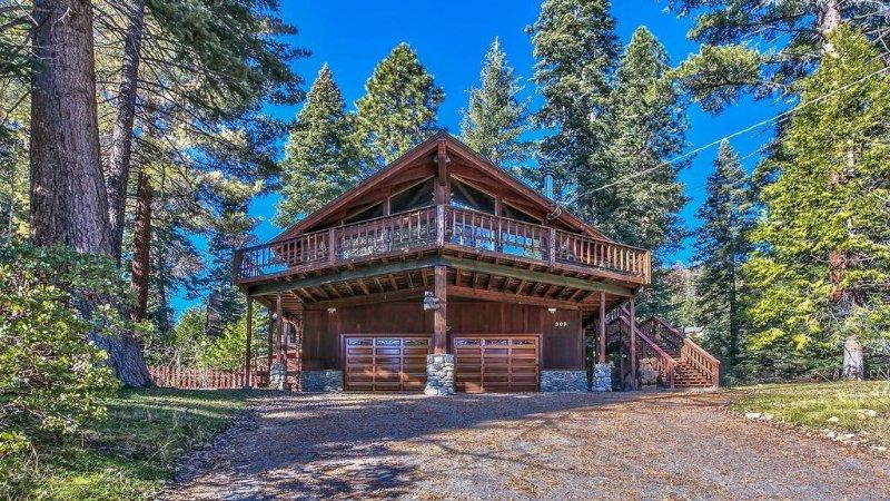 Mtn/Lake Views, Hot tub, Walk to Beaches,, alquiler de vacaciones en Tahoe Vista