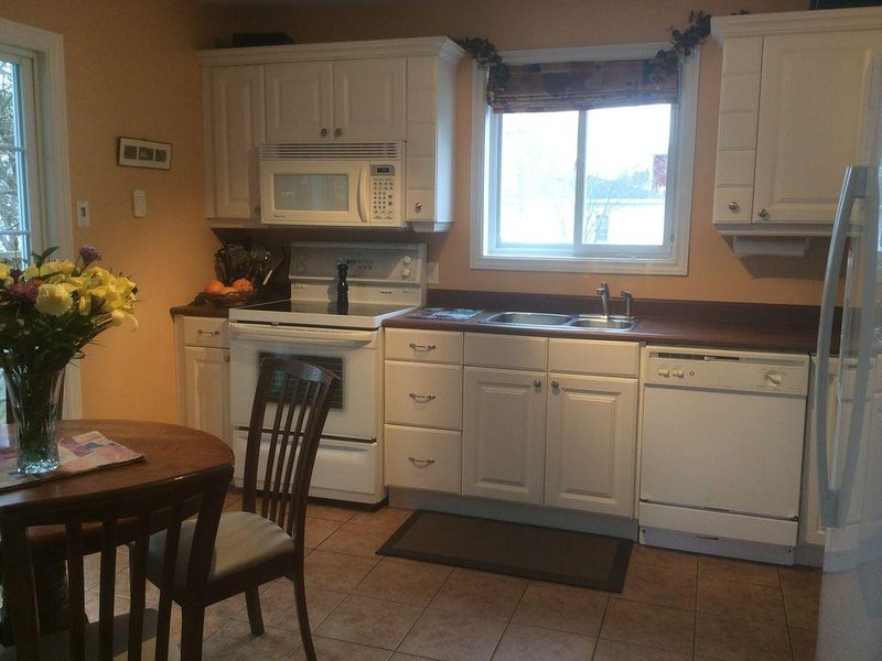 Perfect location for your St. John's vacation!, holiday rental in Pouch Cove