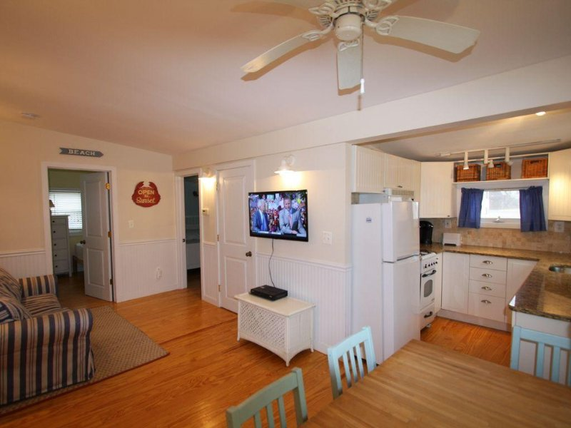 Pristine Beach Cottage at SeaWatch Beach, holiday rental in Howell