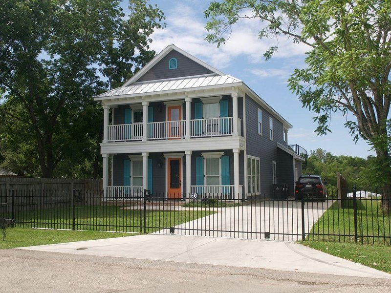 Beautiful New Build on Lake Dunlap, holiday rental in New Braunfels