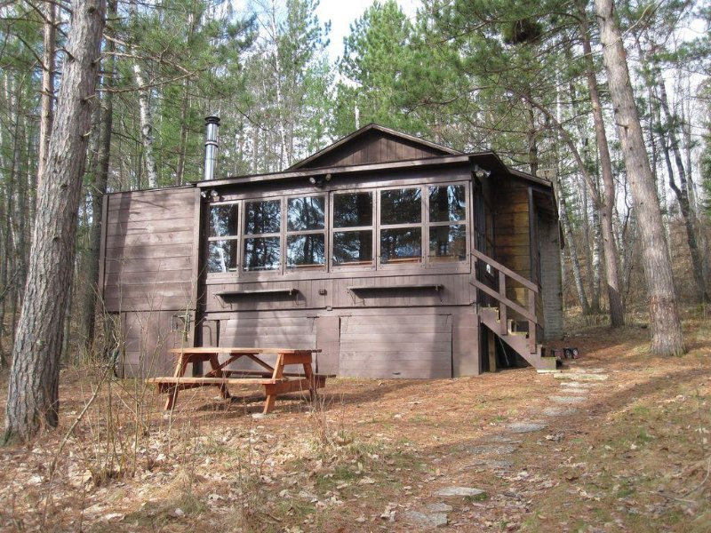 The King's Cottage ~ A Very Quiet Northwoods Retreat, holiday rental in Harshaw