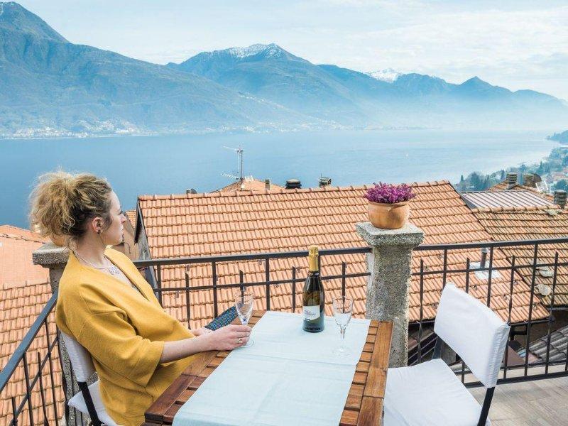 Casa Il Terrazzino Lago di Como casa indipendente su due livelli, holiday rental in Musso