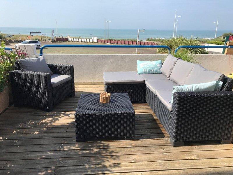 LES SABLES D'OLONNES APPARTEMENT 4 personnes avec terrasse et vraie vue mer, vacation rental in Chateau-d'Olonne