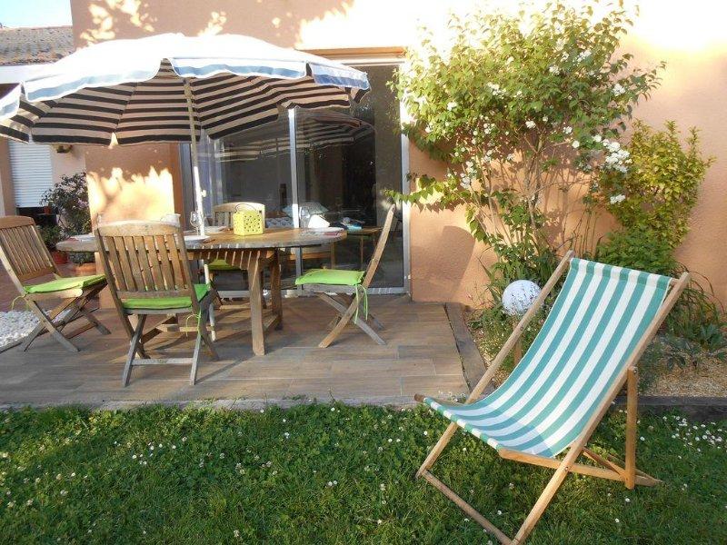 Au pied du tram maison chaleureuse avec jardin pour 3/4 p, Ferienwohnung in Villenave D'ornon