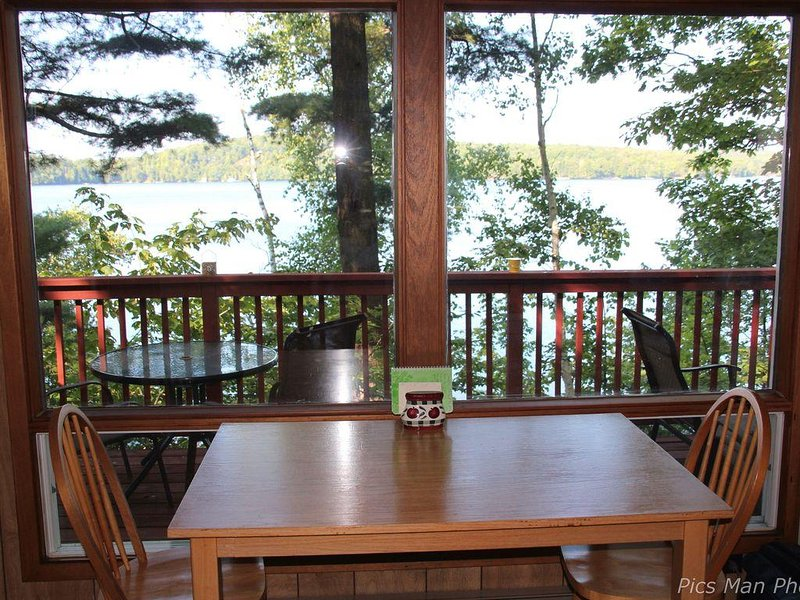 Couple's Getaway - Clean, Comfortable, Private Cottage on Pristine Lake of Bays, alquiler de vacaciones en Dwight