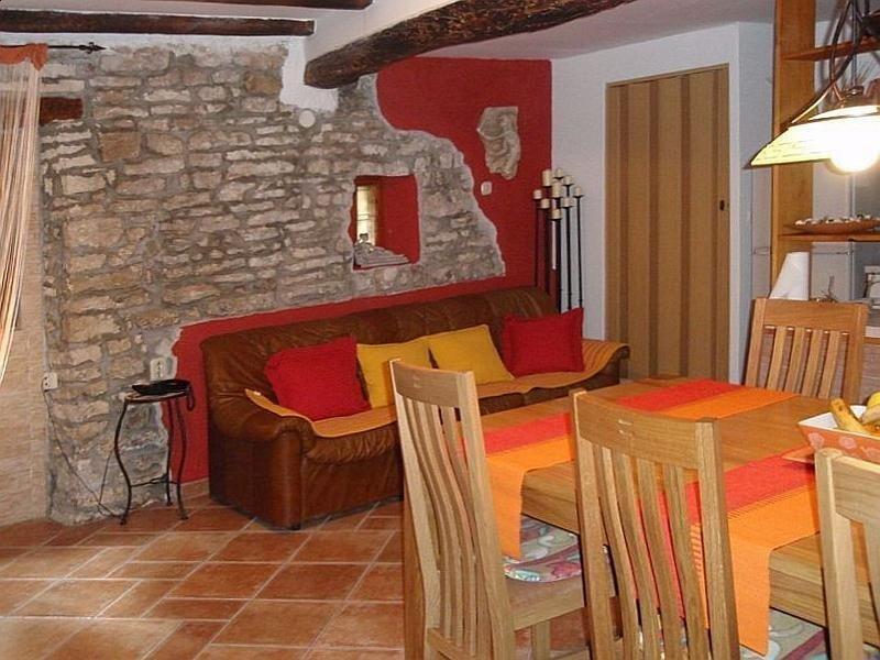 Stilvoll renoviertes istrisches Steinhaus in der Altstadt von Bale, vacation rental in Bale
