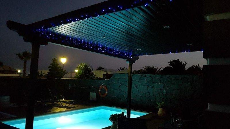 Fabulous Villa Rhodantha, private heated pool, Wifi, Parque Del Rey Playa Blanca, location de vacances à Yaiza