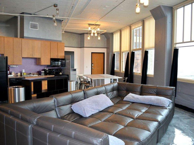 701—Derby City Urban Loft Stunning View, vacation rental in Louisville