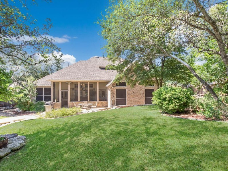 6 Bedrooms With a Pool and 4 baths!, holiday rental in Helotes