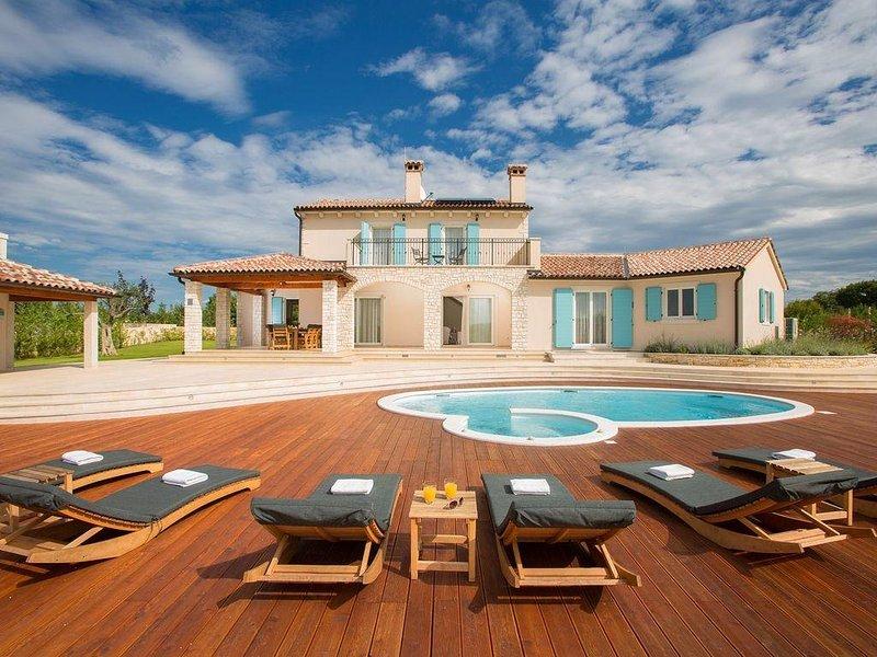 Exklusive Villa mit Salzwasserpool im mittelalterlichen Städtchen Bale, casa vacanza a Bale