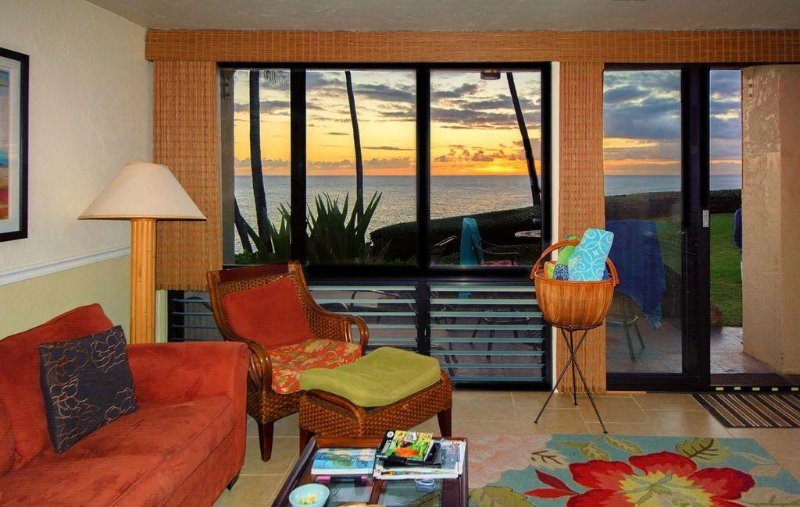Relaxing, Beautiful Oceanfront Views/Amazing Sunset Nightly, Ferienwohnung in Koloa