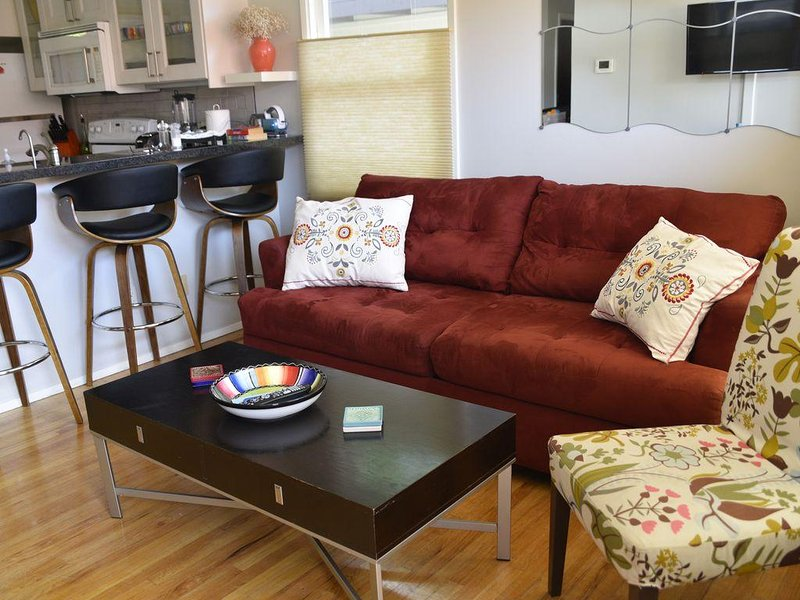 Charming, Newly Remodeled Cottage In The Heart Of Old Town w/ parking!, holiday rental in San Diego