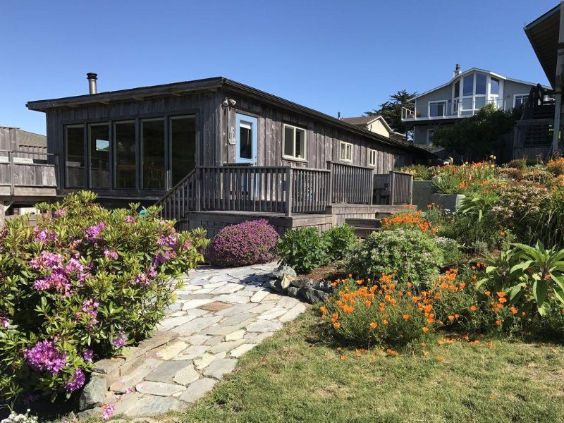 Crows Nest, on the Bluff Above Trinidad Bay, Spectacular View!, holiday rental in Humboldt County