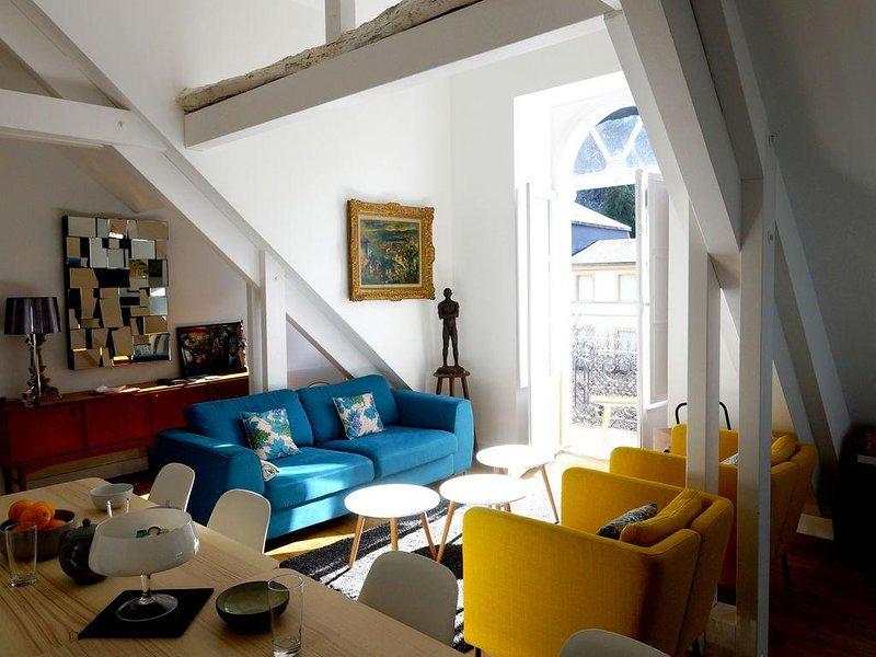 Superbe apt 9 pers / 4 véritables chambres 2 salles de bain / PISCINE CHAUFFEE, holiday rental in Bagneres-de-Luchon