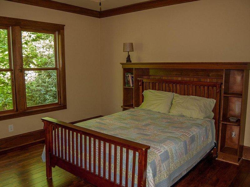 Upstairs Bedroom 1 - Queen Size Bed